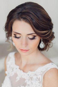 Gorgeous wedding makeup inspiration. Love the subtle smokey eyes! Image via Pin…