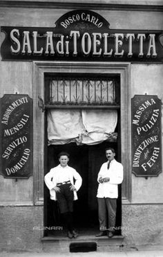 If you know a little Italian, you may want to visit the beautiful country of Italy on your own. Try one of the guided tours of Italy offered by many services. Italian Cafe, Italian Style, Old Photography, Street Photography, Vintage Photographs, Vintage Photos, Antique Photos, Old Pictures, Old Photos