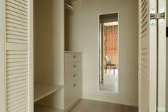 Трёхкомнатная квартира в жилом комплексе «Четыре ветра» на Большой Грузинской в минималистском стиле с функциональным зонированием помещений