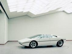 / minima_us: Evening commute: Lamborghini Bravo shot by Benedict Redgrove at Bertone's concept car studio. Design Retro, Futuristisches Design, Auto Design, Automotive Design, Modern Design, Interior Design, Porsche 918, High End Cars, Wallpaper Magazine