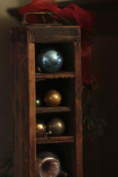 vintage drawer + vintage ornaments Vintage Drawers, Old Drawers, Vintage Ornaments, Holiday Decorating, Wine Rack, Christmas Ideas, Wall, Cute, Home Decor