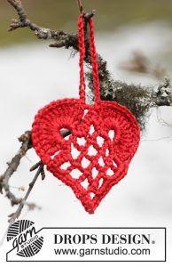 elegant-christmas-heart-ornament-pattern