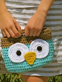 Love2Bloom: Wise Owl Mini-Tote Free Pattern  @JBoudrie  ....  ermagerd!!!  we HAVE to try this!