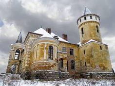 На Прикарпатті є нікому невідоме село із вражаючим палацом-красенем