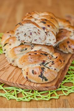 Next Post Previous Post Wild garlic brioche braids bear leek season Cooking Bread, Bread Baking, Garlic Recipes, My Recipes, Baked Chicken Marinade, Wild Garlic, Savoury Baking, Evening Meals, Food Presentation