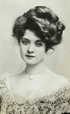 """American actress, Billie Burke (she played Glinda the Good Witch in the """"Wizard of Oz""""). She was fortunate to have a lot of hair for this Gibson girl hairstyle. Images Vintage, Photo Vintage, Vintage Pictures, Victorian Pictures, Belle Epoque, Antique Photos, Vintage Photographs, Old Photos, Edwardian Era"""