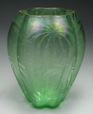 Vintage GReen Iridescent Fostoria Etched Palm Leaf Brocade Gold Gilt Vase 2408