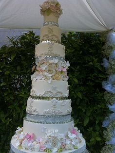 Bling and sugar flower cake.....perfect!