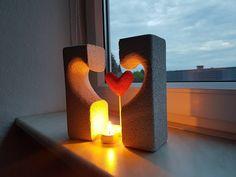 Ein Ytong Herz als Skulptur für die Wohnungseinichtung Beton Design, Facebook Sign Up, Lava Lamp, Table Lamp, Lights, Architectural Materials, Sculptures, Heart, Metal