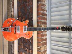 Left Handed Guitar - Have You Been Unfamiliar With The Guitar? Guitar Chord Book, Guitar Chords, Acoustic Guitar, Lefty Guitars, Custom Electric Guitars, Vintage Guitars, Left Handed, Playing Guitar, Spiral