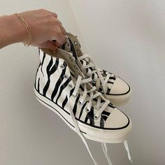 Dr Shoes, Swag Shoes, Hype Shoes, Me Too Shoes, Mode Converse, Converse Shoes, Sneakers Fashion, Fashion Shoes, Fashion Outfits