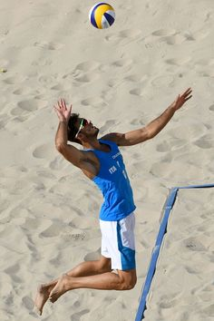 #RIO2016 Best of Day 1 - Italy's Alex Ranghieri serves the ball during the men's beach volleyball qualifying match between Italy and Austria at the Beach Volley Arena in Rio...
