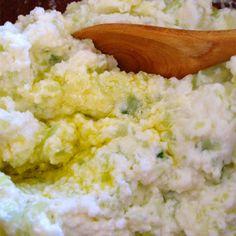 Chi ha detto che il tzatziki non possa essere anche ligure? Ecco qua la ricetta! http://ow.ly/AVEwB   Who said that tzatziki cannot be Ligurian? Here's the recipe! http://ow.ly/AVEwB   #Liguria #RicetteLiguri