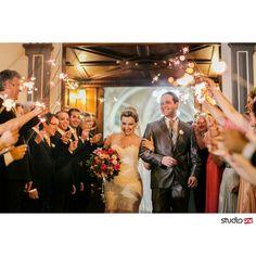 E viva os noivos.   Cerimonia.de casamento na Igreja Santa Terezinha em Curitiba. Festa de Casamento no Hípica ❤ Decoração lindíssima e muita inspiração para noivas.