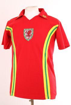 WALES RETRO 1970's STYLE RED FOOTBALL SHIRT SMALL S EURO 2016   eBay