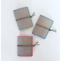 Bolsa porta-cartões muito original! Em pele vegana e cores a gosto. Um DIY super fácil e rápido #DIY #crafts #sew #portacartoes