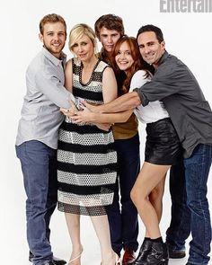 Bates Motel Cast at Comic-Con 2013 It makes it look like sitcom lol Vera looks awkward.