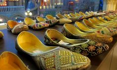 Im Cultural Gully gibt´s auch das Shopping-Paradies des Kingdoms, schließlich ist Einkaufen für viele ein Traum. Foto: Doris Bollywood, Dom, India, Shoes, Fashion, Pictures, Paradise, Shopping, Moda