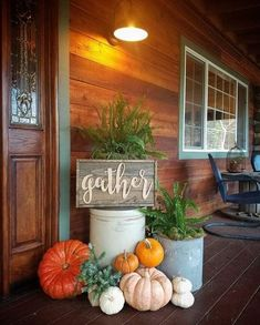 100 Cozy & Rustic Fall Front Porch decor ideas to feel the yawning autumn noon w. 100 Cozy & Rustic Fall Front Porch decor ideas to feel the yawning autumn noon wind & watch the ember red leaves burn out slowly - Hike n Dip Fall Wagon Decor, Rustic Fall Decor, Fall Home Decor, Fall Entryway Decor, Porche D'halloween, Decor Inspiration, Decor Ideas, Vides, Fete Halloween