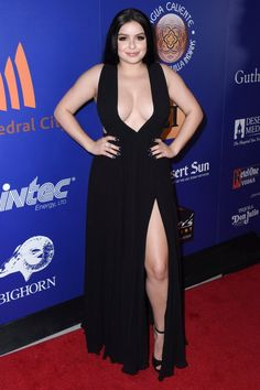 Ariel Winter Evening Dress - Ariel Winter looked gorgeous in a black gown with a daring V plunge and a thigh-grazing slit at the Palm Springs International Film Festival closing night reception. Ariel Winter Pics, Ariel Winter Age, Ariel Winter Boyfriend, Winter Evening Dresses, Arial Winter, Ariel Dress, Curvy Women Fashion, Beauty Full Girl, Palm Springs