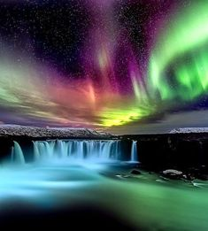 Where to See the Northern Lights Experiencing the all-natural sensation of aurora borealis– aka Northern Lights– belongs on every vacationer's pail list. But seeing the magnificent as well as alien-ish environmen… Beautiful Waterfalls, Beautiful Landscapes, Aurora Borealis, Sky Sunset, Northen Lights, Wallpaper Animes, See The Northern Lights, Tumblr Wallpaper, Beautiful Sky