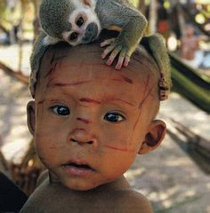 Nukak: Colombia - I'm just hoping that is not scratch marks from the monkey on his handsome lil face. Cultures Du Monde, World Cultures, Kids Around The World, People Around The World, Precious Children, Beautiful Children, Animals For Kids, Cute Animals, Baby Kind