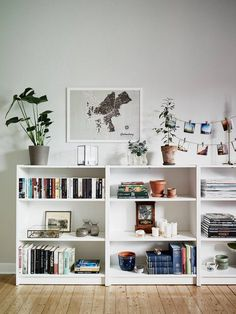 Home Decorating Ideas Living Room Love how this is styled. Makes an IKEA type bookcase look lovely. Home Decorating Ideas Living Room Source : Love how this is styled. Makes an IKEA type bookcase look lovely. by anthoulamantzo Share Low Bookshelves, Bookshelf Styling, Bookshelf Ideas, Billy Bookcases, Bookshelf Decorating, Low Shelves, Shelving, Ladder Bookcase, Bookshelf Inspiration