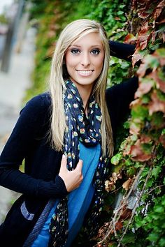 Thrive seniors take senior portraits of students in Olathe, Overland Park, Kansas City in fun, creative ways. Senior photographs that are vibrant, creative, and unique. Pictures taken in city, urban, downtown locations.