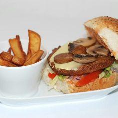 Der Alpenburger! Viel Champions,  viel Gaudarella! All VEGAN    7,50€ @Wendelin's Küche ,Wien  Donauplex Ebene 2