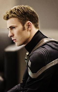 """Captain America: The Winter Soldier"" costume. Looks a lot like post Civil War Capt. Eeeeeek!"