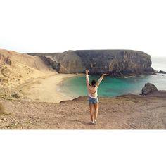 "62 Me gusta, 2 comentarios - •         M         • (@nowlivinglife) en Instagram: ""Papagayo 🏖 #best #beach #lanzarote #canaryislands #turquoise #sea #girl #wanderlust #photo #nature…"""