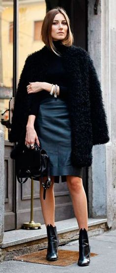 Giorgia. Alexa Chung, Blazers, T Shirt Branca, Holiday Party Outfit, Party Outfits, Fluffy Coat, Autumn Cozy, Autumn Winter Fashion, Winter Style