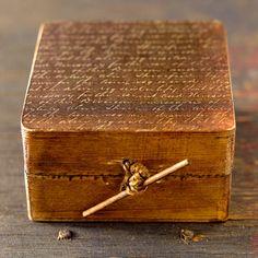 caja de madera pintada y decorada en decuopage con por CAMALEONGOGO, €5.00