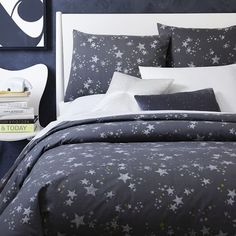 NEW! Printed on a deep slate background, the bold star pattern on our Northern Lights Duvet is inspired by nighttime skies and catching zzz's.