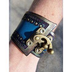 Tooled Leather Steampunk Wrist Cuff with by cyclecosmetics on Etsy by leta Steampunk Costume, Steampunk Clothing, Steampunk Diy, Steampunk Fashion, Leather Accessories, Leather Jewelry, Jewelry Accessories, Leather Cuffs, Leather Tooling