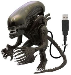 """Que no se aparezca... porque se arma la... y una batalla en este momento entre Alien contra Depredador seguramente afectaría un poco la transmisión de los datos a la USB alienigena... o.O"""""""" ya se le ven ganas de pelear ¿será así de rápida para transmitir los datos?, seguramente es una USB 3.0"""