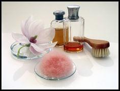 """Hochwertige Produkte wie Cremes und Gele gegen Cellulite, Falten, Akne und vorallem empfindlicher Haut setzen in der heutigen Zeit immer häufiger auf die sogenannte Substanz """"Kieselsäure"""". Diese ist bekannt als hochwirksames, natürliches Mineral und wichtiger Zusatzstoff in der innovativen Kosmetikindustrie.Die wissenschaftliche Bezeichnung für Kieselsäure lautet Silizium, wird aber als solches in Kosmetikprodukten nicht exklusiv verwendet, nur in Verbindung mit Wasser und Sauerstoff."""