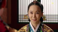 Kim Min-seo as Yoon Bo-kyung in Moon Embracing the Sun