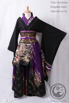 I love the color and all the lovely intricate design on this outfit for the wagakki band <3