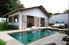 oooooo...can we take a page out of the Brazilian way of life.  Why do we tile around our pools when we could use wood for the deck?
