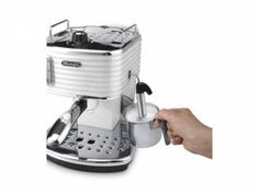 De'Longhi Scultura Traditional Barista Pump Espresso Machine, Coffee and Cappuccino Maker, White Machine A Cafe Expresso, Espresso Coffee Machine, Coffee Maker, Cappuccino Maker, Barista, New Kitchen, Nespresso, Beverage, Make It Simple