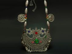 A magnificent old Kuchi silver and glass necklace. This piece is an excellet sample of jewellery from that ethnic group. It is made of silver, glass cabochons and other tiny beads. Superb patina and piece. The real thing and certainly not one of the modern version on offer nowadays. The Kuchi people, from the Persian -koch- meaning migration, are Afghan pastoons nomads divided in a number of tribes that inhabit areas of Afghanistan and, to a lesser extent, Pakistan. Early XXth century.