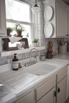 Home Renovation Modern 3 Reasons To Love This Fixer Upper Home, Amanda at Midcounty Journal Best Kitchen Sinks, Farmhouse Sink Kitchen, Home Decor Kitchen, New Kitchen, Cool Kitchens, Kitchen Ideas, Vintage Kitchen Sink, Awesome Kitchen, Kitchen Inspiration