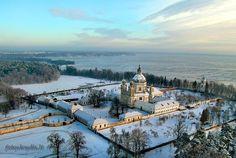Le monastère de Pazaislis, près de Kaunas, sous la neige