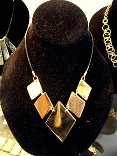 Collar de Rombos, elaborado en cobre bañado en oro, montado en cuero. Rubén Riera - Otras piezas en: www.facebook.com/...