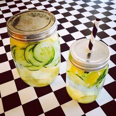Detoxvatten - Happy days Gurka, ingefära, citron och citronmeliss. Recept på www.detoxvatten.se Följ @detoxvatten på Instagram för inspiration!