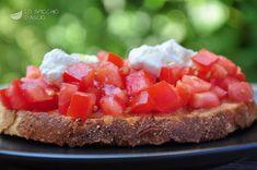 Bruschetta con dadolata di pomodori e ricotta