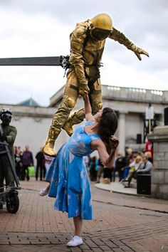 Astronaut and Dancer - Seen in Hull during the pre-events for the Capital of Culture, UK. Astronaut, Dancer, Events, Culture, Photography, Photograph, Dancers, Fotografie, Astronauts