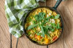 Kasvisomeletti – Hellapoliisi Thai Red Curry, Quiche, Breakfast, Ethnic Recipes, Food, Red Peppers, Morning Coffee, Quiches, Meals