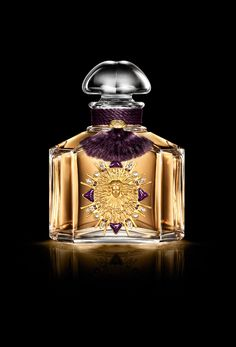 A Guerlain perfume to support the Palace restoration - Palace of Versailles Perfumes Vintage, Vintage Perfume Bottles, Parfum Guerlain, Long Lasting Perfume, Perfume Scents, Beautiful Perfume, Bottle Design, Glass Collection, Bouquet